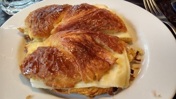 Medialunas and cafe largo – a typical Uruguayan breakfast in Montevideo